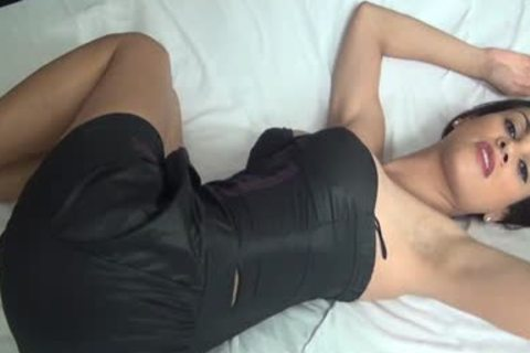 Scarlat Mendes Shows Us Her sleazy Body